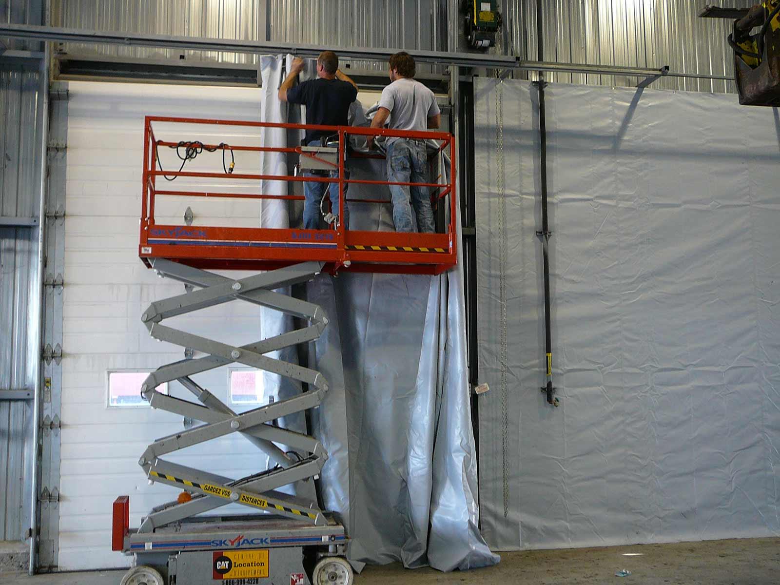 installation de rideaux industriels sur rails